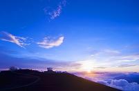 ハワイ ハレアカラ 頂上 天文台群と夕日