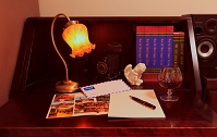 書斎 本と筆記具と手紙と酒