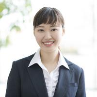微笑む日本人ビジネスウーマン