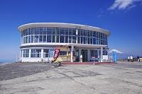 静岡県 十国峠ケーブルカー山頂駅と富士山