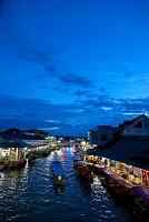 タイ王国 夜のアムパワー水上マーケット