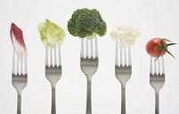 野菜を刺したフォーク