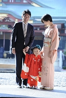 七五三の日本人家族