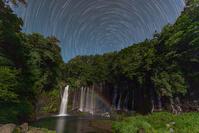 静岡県 白糸の滝と月虹 星の光跡