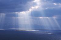 青森県 津軽海峡と斜光