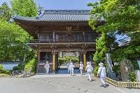 徳島県 四国八十八箇所霊場第一番札所 霊山寺 山門とお遍路さん