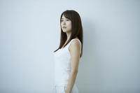 悲しい表情をする日本人女性