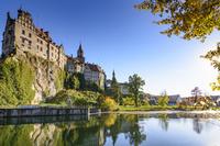 ドイツ 秋のドナウ川と城