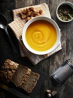 バターナッツかぼちゃのスープと全粒パン