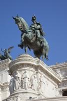 イタリア ヴィットリオ・エマヌエーレ2世の騎馬像