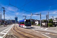 富山県 街中を走るライトレール