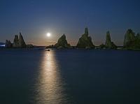 和歌山県 満月の橋杭岩