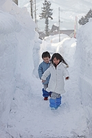 新潟県 雪と日本人の子供