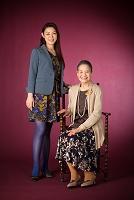 笑顔の日本人女性と祖母