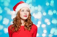 クリスマス衣装の女性
