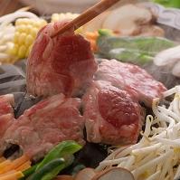鍋に並べたジンギスカン 食べ物 料理
