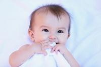 笑っているハーフの赤ちゃん