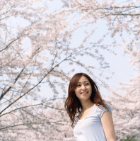 桜と日本人女性