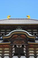 奈良県 東大寺 大仏殿の正面唐破風と鴟尾