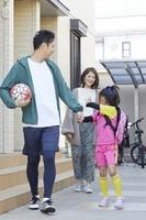 サッカー教室に出かける女の子