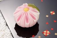 和菓子の菊の花