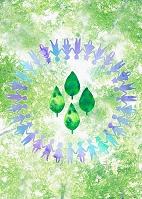 新緑と手をつなぐ子供たちの輪