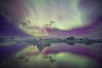 アイスランド ヨークルサゥルロゥン オーロラと氷山