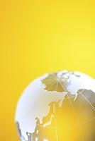 ゴールドに光るクリスタル地球儀