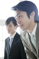 交渉中日本人ビジネスマン