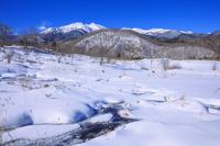 長野県 雪の乗鞍高原偲ぶの池より乗鞍岳