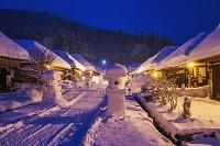 福島県 雪の大内宿の夜景