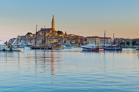 クロアチア ロヴィニ 港と聖エウフェミア聖堂