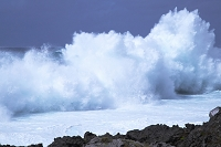 沖縄県 台風8号の前日の波