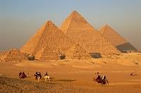 エジプト・カイロ ギザのピラミッド(夕)
