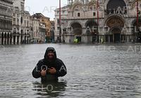 伊ベネチア、高潮で浸水被害 政府が非常事態宣言
