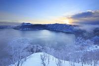 北海道 摩周湖の霧と朝日