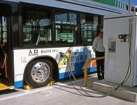 燃料電池バス  燃料を充電する 9月 東京都 江東区 有明水...