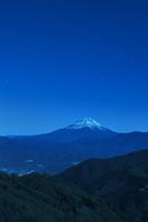 櫛形山からの夜の富士山