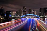 東京都 隅田川の屋形船の光跡の夜景