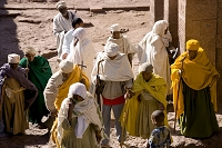 聖マリア教会前の人々