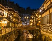 山形県 冬の銀山温泉 夜景