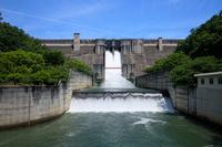 兵庫県 川西市 一庫ダム クレスト放流