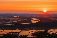 山形県 庄内平野と最上川 夕景