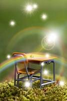 虹とミニチュアの勉強机