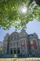 大阪市中央公会堂と木陰