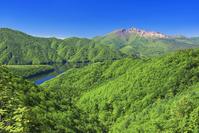 福島県 裏磐梯 磐梯吾妻レークラインより秋元湖と磐梯山
