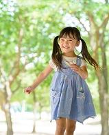 公園の日本人の子供