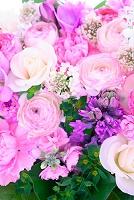 バラとラナンキュラスのフラワーアレンジメント