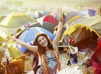 野外フェスティバルの若者