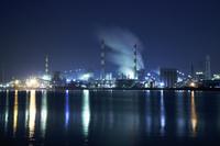 香川県 坂出港の工場地帯